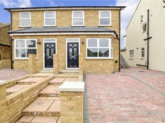 3 bedroom semi-detached house in Cliffe, Rochester