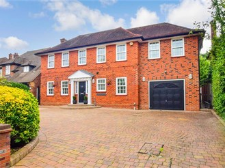 4 bedroom detached house in Loughton
