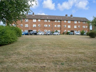 3 bed first floor apartment in Ilford
