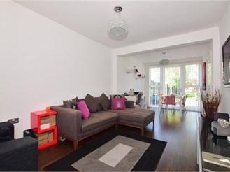 3 bedroom semi-detached bungalow in Ilford