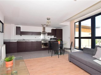 2 bedroom top floor apartment in Ilford