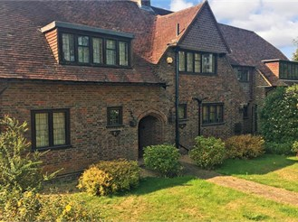 6 bedroom detached house in Coulsdon