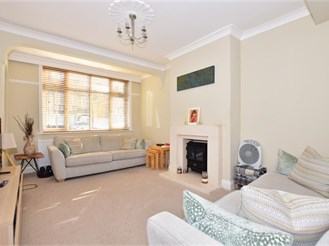 4 bedroom terraced house in Chadwell Heath