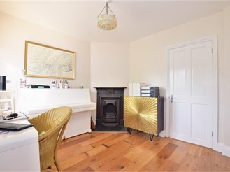 2 bedroom cottage in Chigwell