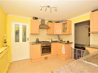 3 bedroom semi-detached house in Basildon