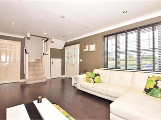 4 bed detached house in Ilford