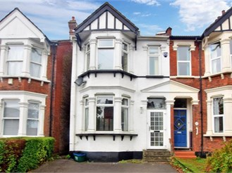 3 bedroom semi-detached house in Woodford Green