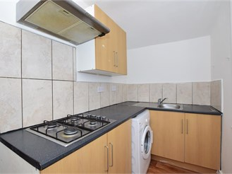 1 bed top floor converted flat in London E7