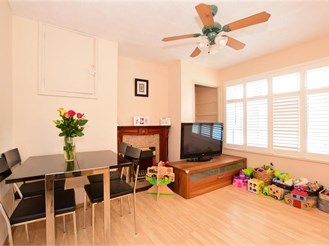 3 bedroom first floor apartment in Ilford