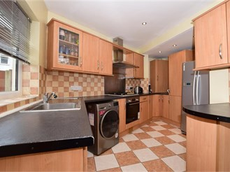 5 bed semi-detached house in Croydon