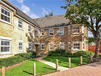 3 bedroom ground floor apartment in Brentwood
