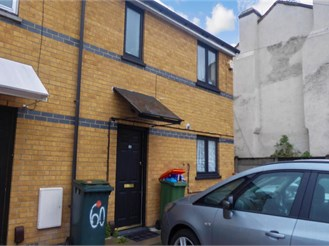 3 bed semi-detached house in London E7