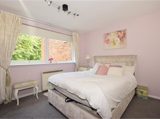2 bed second floor flat in Hornchurch