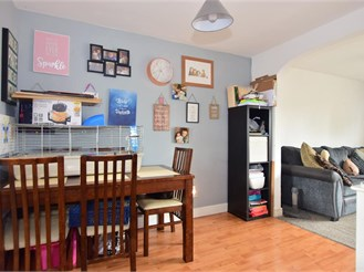 3 bed terraced house in Wickford