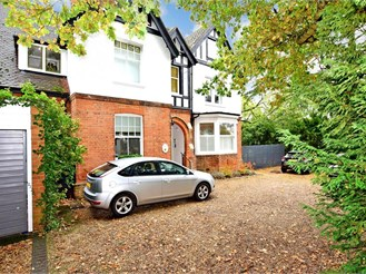 2 bedroom ground floor converted flat in Epping