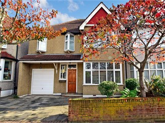 4 bed semi-detached house in Barkingside, Ilford