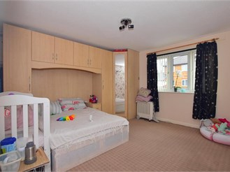 2 bed first floor apartment in Barking