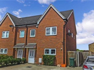 2 bedroom semi-detached house in Basildon