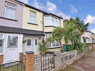 3 bedroom end of terrace house in East Ham