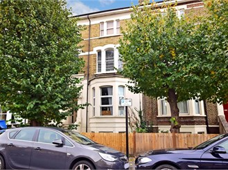 1 bedroom first floor converted flat in Leytonstone