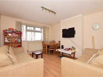 1 bedroom first floor flat in Ilford