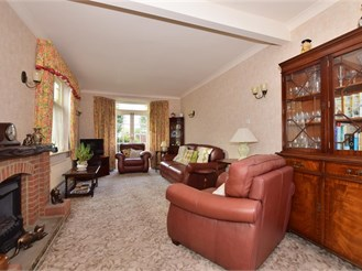 4 bedroom detached bungalow in Ilford