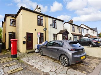 3 bedroom semi-detached house in Thornwood, Epping