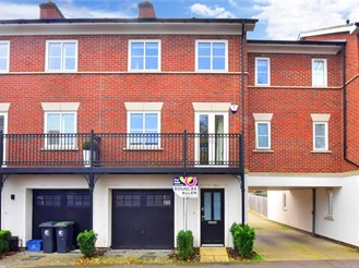 4 bedroom town house in Epping
