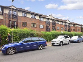 2 bed first floor retirement flat in Brentwood