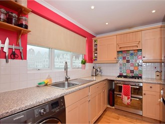 3 bedroom terraced house in Romford