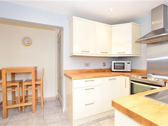 3 bedroom semi-detached house in Pilgrims Hatch, Brentwood