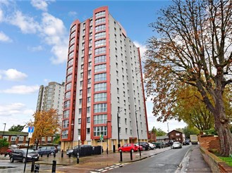3 bed first floor flat in London E13