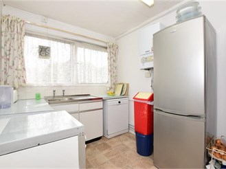 2 bedroom ground floor flat in Stratford
