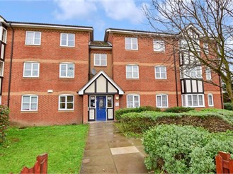 2 bedroom ground floor flat in Chingford