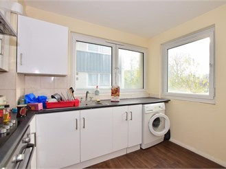 1 bedroom third floor flat in Barking