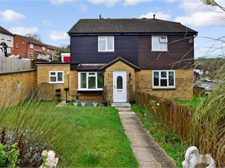 4 bedroom semi-detached house in Walderslade, Chatham