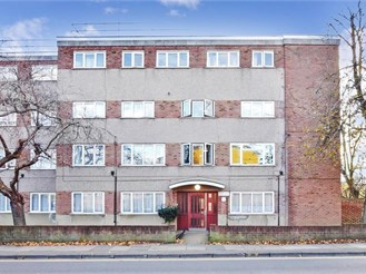 2 bedroom flat in Ilford