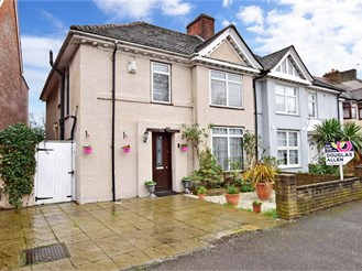 4 bedroom semi-detached house in London E17