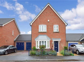 5 bedroom link-detached house in Upnor, Rochester