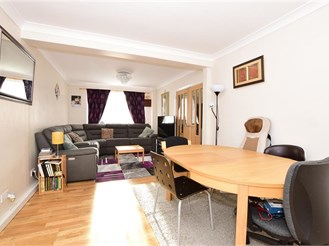 5 bed semi-detached house in Wickford