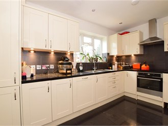 2 bedroom terraced house in Loughton