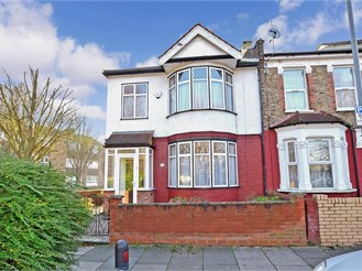 3 bedroom end of terrace house in Ilford