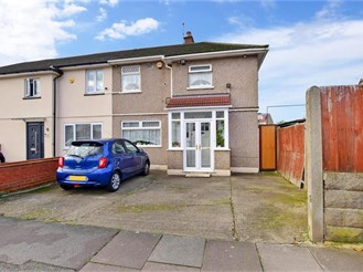 3 bedroom end of terrace house in Barkingside, Ilford
