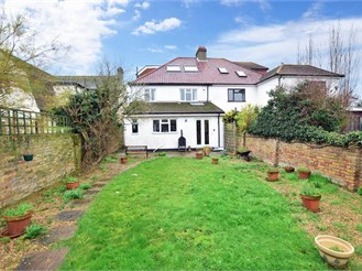 5 bedroom semi-detached house in Chatham
