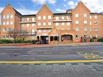 1 bed first floor flat in Chatham
