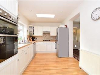 3 bedroom chalet bungalow in Clayhall