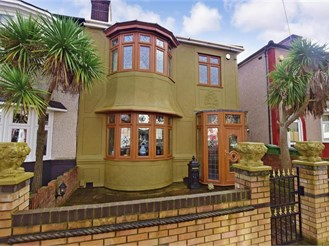 3 bedroom semi-detached house in Plumstead, London