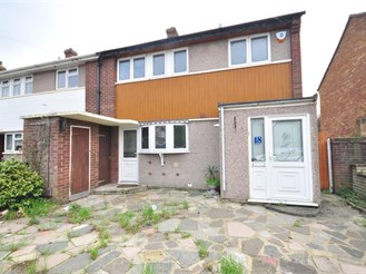 3 bedroom end of terrace house in