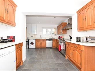 3 bedroom semi-detached house in Chadwell Heath, Romford