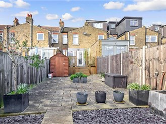 2 bed terraced house in Woodford Green
